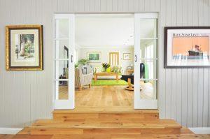 интериорна врата към стая