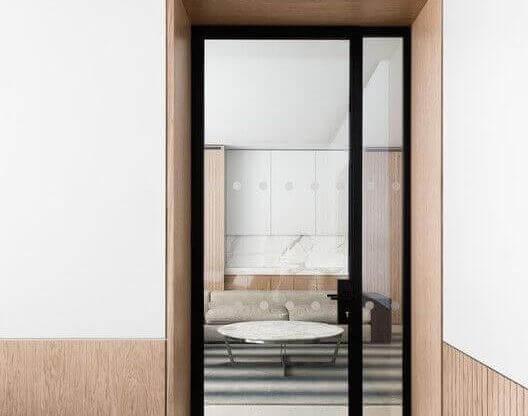 Модерна стъклена врата 2020